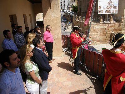 La Plaza de España acoge el Toque de Cabildos y la Marcha de Ministriles que convocan la procesión del Corpus Christi