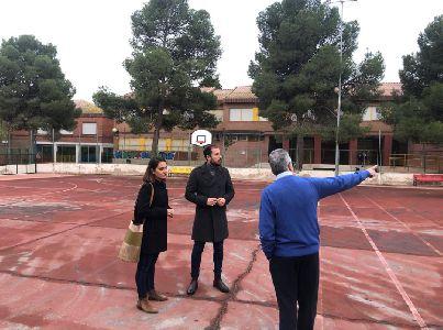 El Ayuntamiento y el colegio Pilar Soubrier se vuelcan con la campaña ''Encesta vidrio, ganamos todos'' para conseguir renovar la pista deportiva del centro