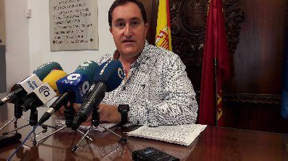 El Ayuntamiento acelera los trámites para poner en marcha un servicio de aparcamiento y traslado gratuito entre el Artés Carrasco y el hospital Rafael Méndez
