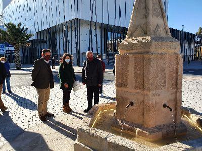 El alcalde visita la recién restaurada Fuente del Caño instalada en Santa Quiteria frente a su ubicación original