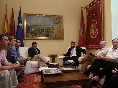 El Alcalde recibe a una delegación oficial de Jerusalén que se encuentra en Lorca para conocer de primera mano la sinagoga y el barrio judío descubierto en el castillo