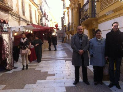 Una veintena de artesanos recrean este fin de semana en la Calle Pío XII de Lorca un Mercado de Belén, que se integrará en el Belén Viviente Itinerante del domingo por la mañana