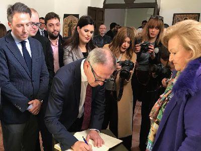 El Alcalde solicita al Ministro de Cultura que su departamento priorice la declaración del bordado lorquino en su Semana Santa como Patrimonio de la Humanidad