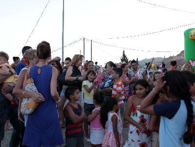 Gran acogida ciudadana a la primera actividad del programa ?De barrio en barrio?, realizada en el atrio de la iglesia de San Pedro
