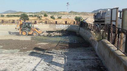 El Ayuntamiento y los vecinos de Doña Inés coordinan los trabajos de mejora en la zona del estanque