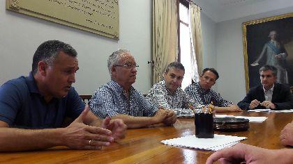 El Alcalde exige soluciones inmediatas para que los agricultores de las 2.000 hectáreas afectadas por la avería de la desaladora puedan salvar sus producciones