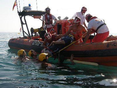 60 efectivos participan en un simulacro de incendio de una embarcación en Puntas de Calnegre