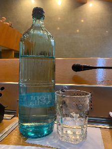 El Pleno del Ayuntamiento de Lorca sustituye las tradicionales botellas de plástico por botellas de cristal