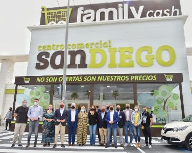 El Ayuntamiento de Lorca acompaña a Family Cash en su apertura oficial en nuestro municipio