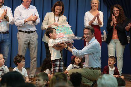 El Alcalde entrega los galardones de la XXXIV edición del Concurso Infantil de Cuentos ''Premio María Fernández-Luna'', en la que han participado 1.850 alumnos