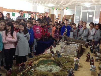Los Concejales de Educación y Participación de Lorca inauguran el Belén del Colegio San Fernando
