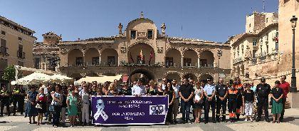 El Ayuntamiento repulsa la violencia de género con un minuto de silencio en memoria de la mujer lorquina asesinada en Totana