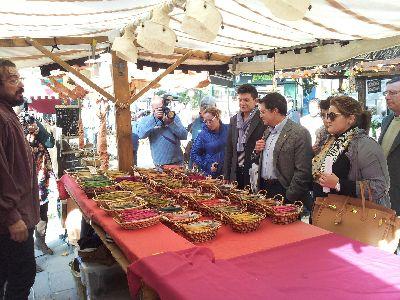 Las plazas de Calderón, Colón y el Negrito acogen el Mercado Medieval de San Clemente formado por más de 80 artesanos y que estará a disposición del público hasta el domingo