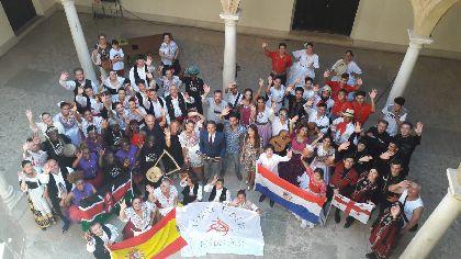 El Alcalde recibe a los grupos de Georgia, Paraguay, Kenia y Lorca que participarán hoy y mañana en el XXIX Festival Internacional de Folclore ''Virgen de las Huertas''