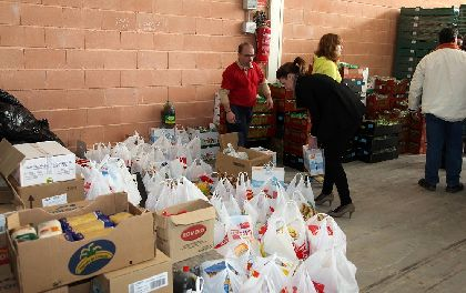 El Ayuntamiento de Lorca recoge más de 18.000 kilos donados por empresas, colectivos y particulares para el Banco de Alimentos de Caritas en el macromaratón benéfico