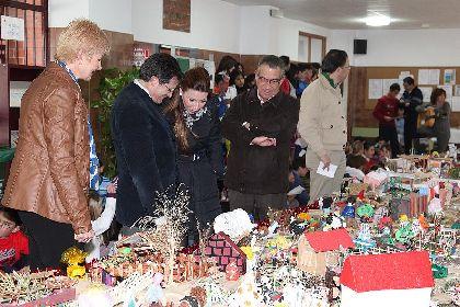 El Alcalde de Lorca asiste a la inauguración del Belén Solidario organizado por parte de la comunidad escolar del colegio San Fernando