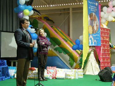 Los Reyes Magos entregan a los más de 250 niños y niñas del Centro Municipal de Atención Temprana de Lorca sus regalos de Navidad