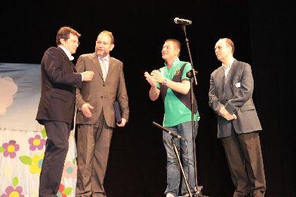 El Consejero de Educación, Formación y Empleo, recibió ayer en Lorca la Mención Honorífica de la XII Edición del Certamen Escolar de Teatro