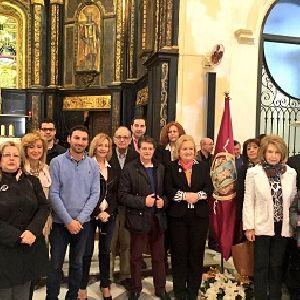 El Alcalde de Lorca entrega la bandera y el trono a la Hermandad de la Virgen de las Huertas y el estandarte de la Patrona de Almendricos elaborados por talleres de la Concejalía de Empleo