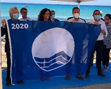 El Ayuntamiento de Lorca recibe la prestigiosa Bandera Azul, otorgada a la Cala de Calnegre