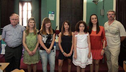 La concejal de Cultura entrega los premios del ?VII Certamen Escolar de Caligramas? en el que han participado casi un millar de alumnos de primaria y secundaria