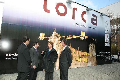 Barreiro visita el stand de Lorca y destaca la espectacularidad de los desfiles biblicopasionales