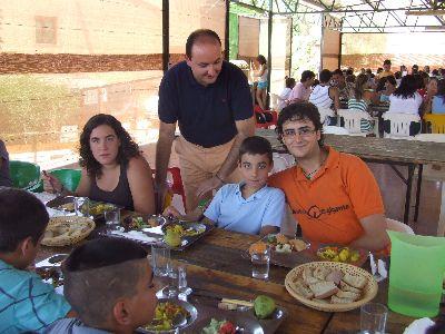 El Concejal de Juventud visita el campamento de verano que se celebra en la Finca Caruana donde participan más de 40 jóvenes lorquinos