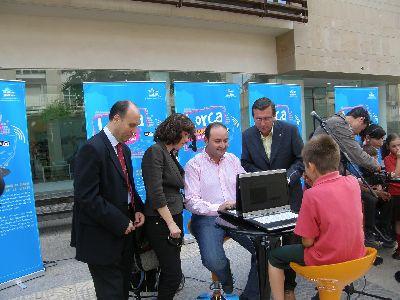 Los lorquinos pueden acceder a internet gratis en 7 plazas y parques de la ciudad