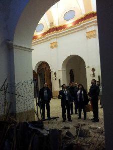 El Alcalde acuerda que mañana a primera hora se inicien las obras de emergencia en la iglesia de San Cristóbal, que continuarán hasta que el templo esté restaurado y listo para la próxima Semana Santa