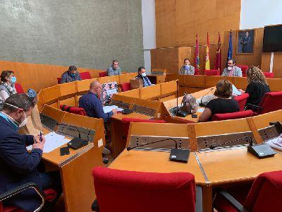 La Corporación municipal hace un llamamiento para respetar las medidas de distancia y seguridad contra el virus