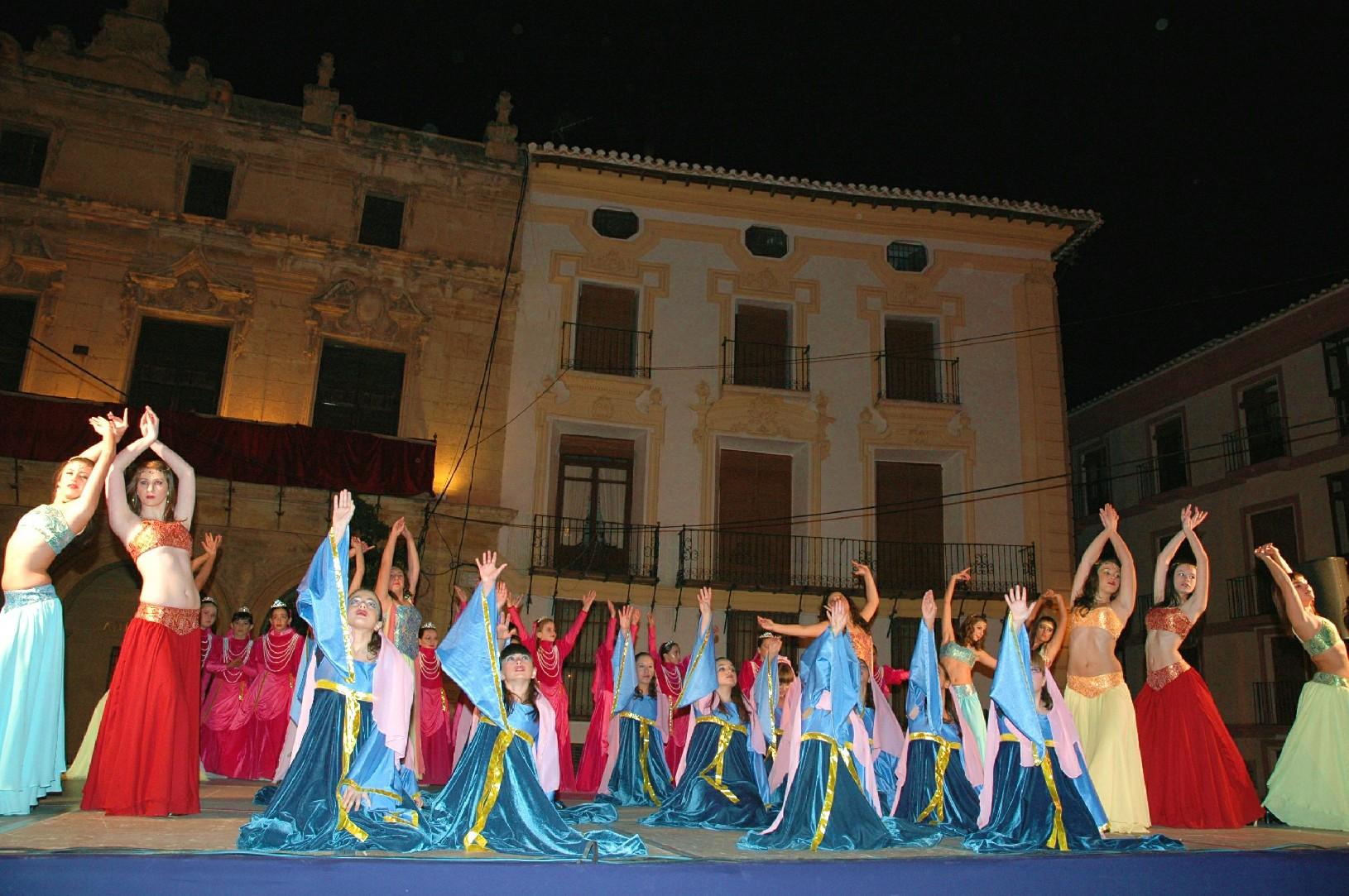60 Bailarinas De Nuria Periago Interpretaron El    Suspiro Del Moro