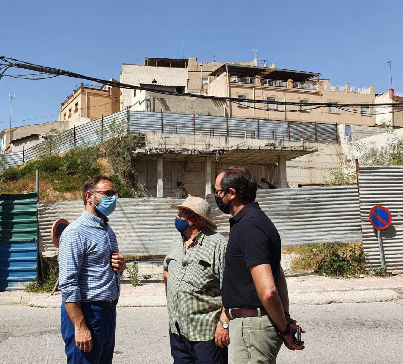 El alcalde de Lorca anuncia el inicio inminente de los trabajos de estabilización del muro junto a la calle Portijico
