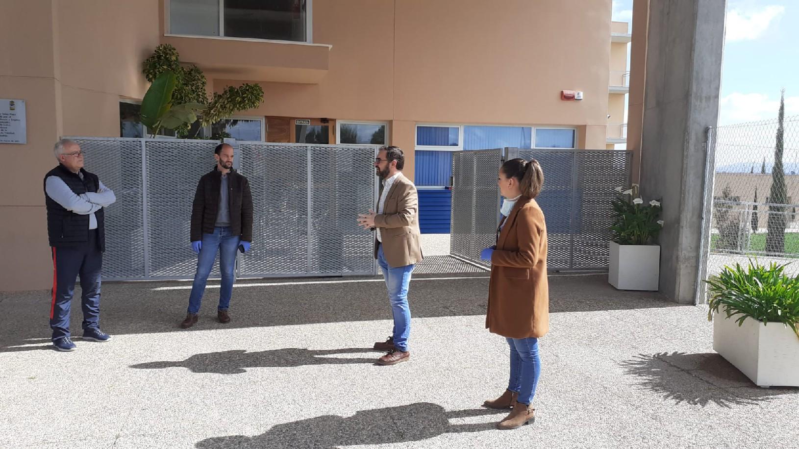 El alcalde supervisa las instalaciones deportivas municipales puestas a disposición del Servicio Murciano de Salud